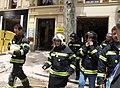 La alcaldesa acude al edificio derrumbado en Chamberí para ver la labor de rescate de las víctimas 04.jpg
