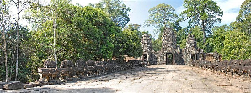 File:La grande chaussée Est de Preah Khan (Angkor) (6938484901).jpg