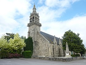 L'église paroissiale Saint-Thélo et le Monument aux morts