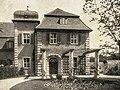 Landhaus Oppenheim Eingang mit Turm.jpg