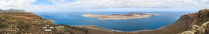 Lanzarote - La Graciosa - Monaña Clara - Alegranza.jpg