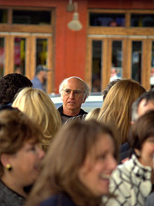 Description de l'image Larry David in a New York City crowd.jpg.