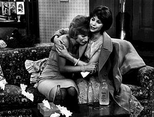 Laverne & Shirley - When Laverne's New Year's Eve date dumps her, an ailing Shirley comforts her