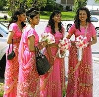 Індійський одяг — Вікіпедія 31ad46cacfaf8