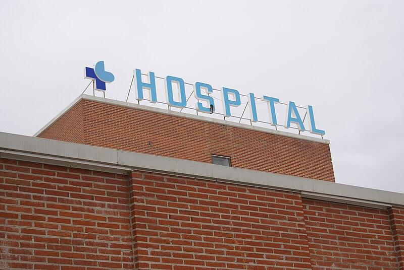 File:Letrero del Hospital de Medina del Campo.JPG