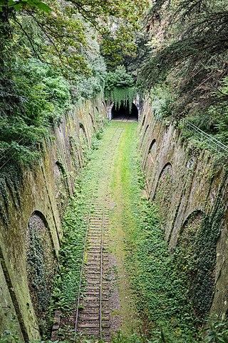 Лінія залізної дороги в Парижі, автор - Myrabella. Ліцензія CC-BY-SA 3.0