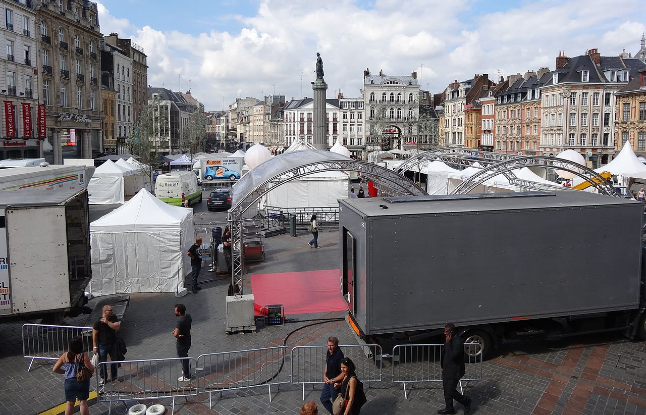 File:Lille - Préparatifs de la Braderie de Lille de 2013 (06).JPG ...