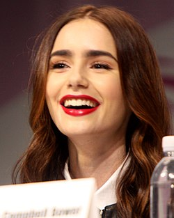 Lily Collins 2013-ban