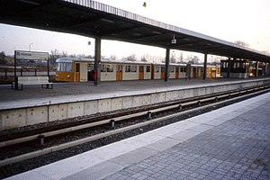 Hönow (Berlin U-Bahn) - Image: Linie U5 Endstation Hönow U Bahnhof, Berlin DDR Jan 1990