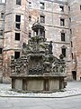 Linlithgow Palace Fountain - panoramio.jpg