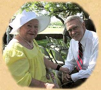 Liz Carpenter - Liz Carpenter (left) with Cactus Pryor (right) in 2003.