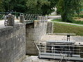 Lock on the Canal du Loing P1050462.JPG