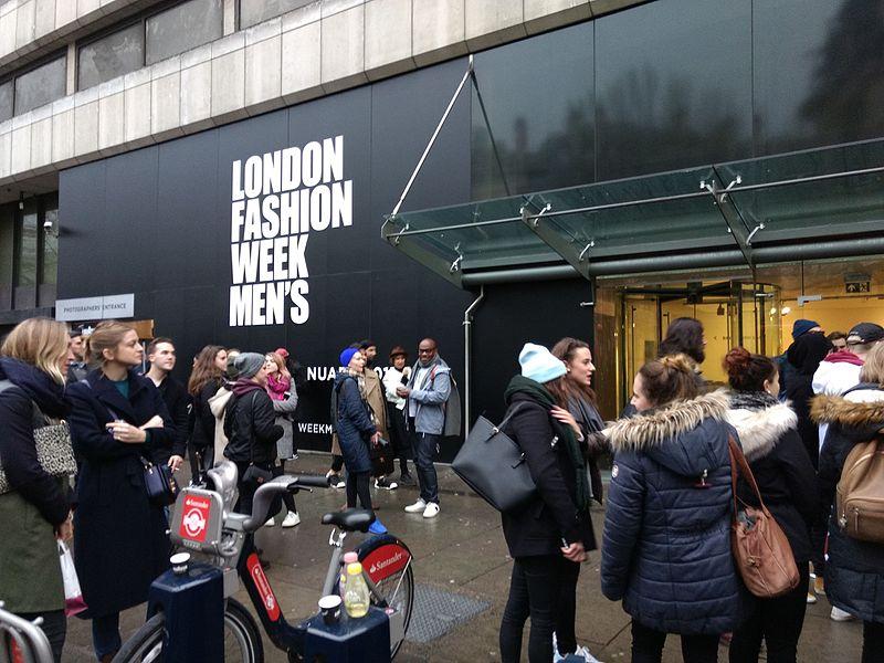 File:London Fashion Week Men's Strand January 2017 03.jpg