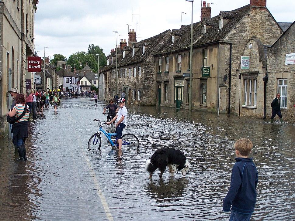 Looking down a flooded Bridge Street, Witney towards West End, 22 July 2007