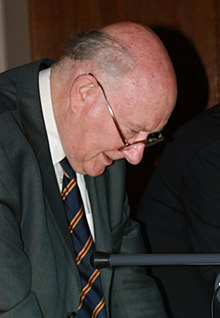 Lord Renfrew is shown the Roman gold coins from near St Albans by Sam Moorhead (8241370038) (Renfrew cropped).jpg