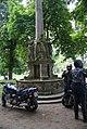 Lubiąż - monument przed wejściem. Foto Barbara Maliszewska.JPG