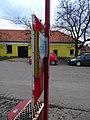 Máslovice, zastávka, skříňky na jízdní řády, čp. 16.jpg