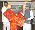 Manmohan Singh handing over the 'Chaadar' to be offered at the Dargah of Sufi Saint Khwaja Moinuddin Chisti to the Minister of State, Prime Minister's Office and Personnel, Public Grievances & Pensions.jpg