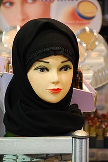 http://upload.wikimedia.org/wikipedia/commons/thumb/1/1c/Mannequin_head_with_black_headscarf.jpg/220px-Mannequin_head_with_black_headscarf.jpg