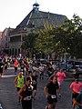 Marathon de Colmar 2018 - Coureurs devant le Koïfhus (1).jpg
