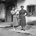 Marija Drožina s hčerko in Jelka Drožina, Ostrovica 1955.jpg