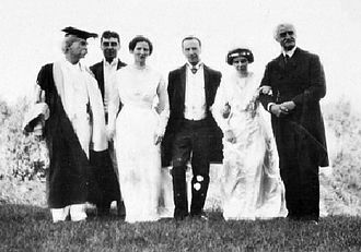 Clara Clemens - Snapshot taken at the marriage of Clara Clemens and Ossip Gabrilowitsch (from left to right: Samuel Clemens, Jervis Langdon, Jean Clemens, Ossip Gabrilowitsch, Clara Clemens, Rev. Dr. Joseph Twichell)
