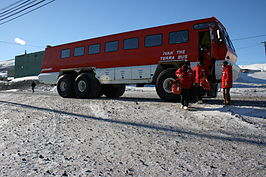 Ivan the Terra Bus op Station McMurdo in Antarctica