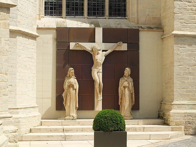 File:Mechelen OLV over de Dijle Crucifixion.JPG