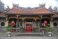 Mengjia Longsham Temple, Taipei (5234603309).jpg