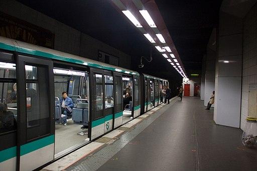 Metro L1 Grande-Arche IMG 5582