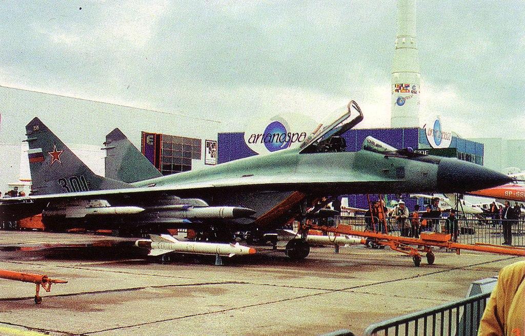 المقاتله العريقه Mig-29 Fulcrum  1024px-MiG-29M_NTW_7_8_93