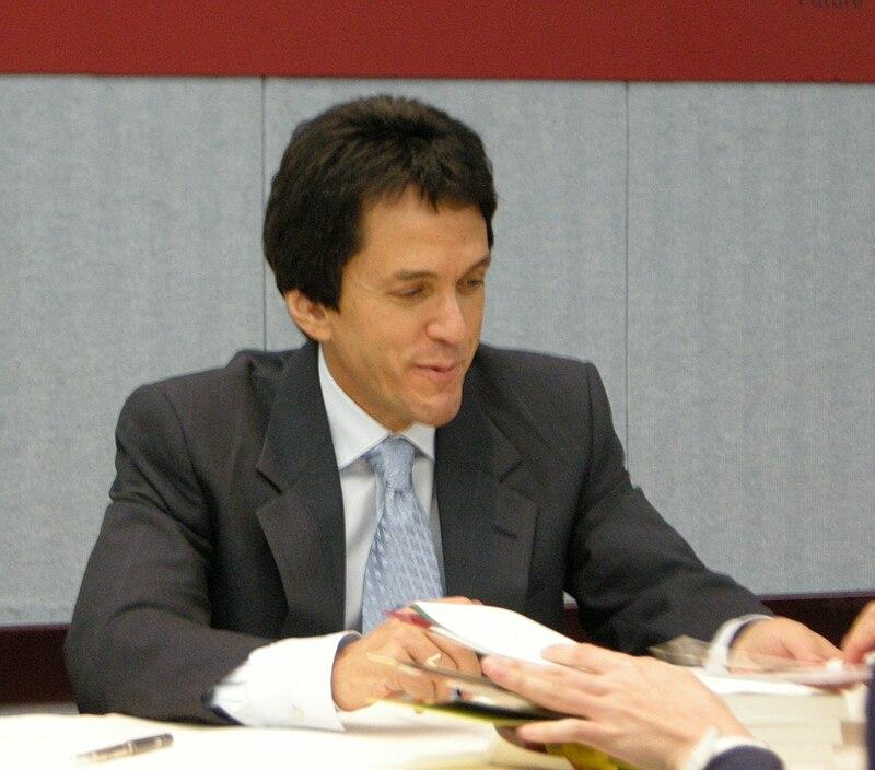 Mitch Albom%27s book signing 2010-09-02.jpg