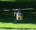 Modellhubschrauber im Flug 2011.JPG