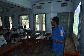 Motiur Rahman Oni speaks in Bangla Wikipedia School Program at Government Muslim High School, Chittagong (04).jpg