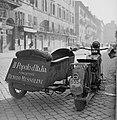 Motor met zijspan waarop reclame voor de krant Il Popolo d'Italia opgericht door, Bestanddeelnr 191-1184.jpg