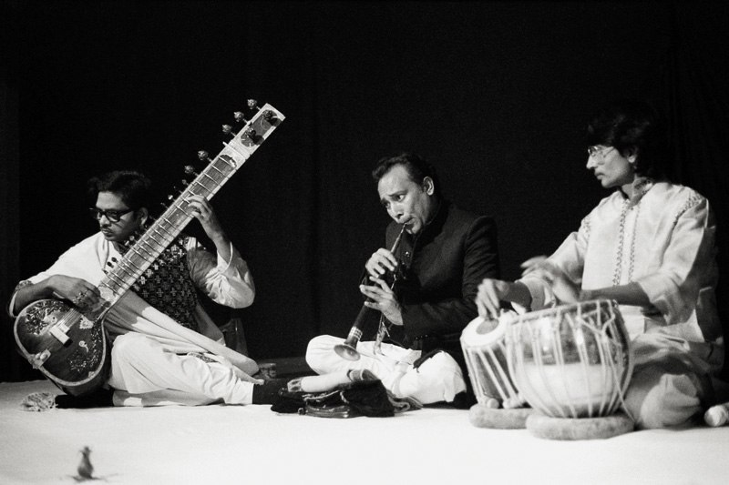 Music ensemble of benares 1983 hp5 009