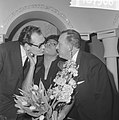 Nationaal Songfestival 1966. Winnares Milly Scott gefeliciteerd door tekstdichte, Bestanddeelnr 918-7506.jpg