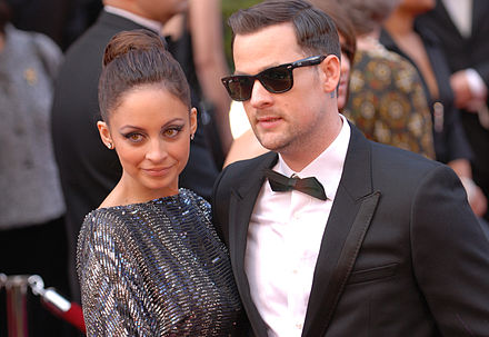 Madden with Nicole Richie in March 2010. Nicole Richie and Joel Madden @ 2010 Academy Awards.jpg