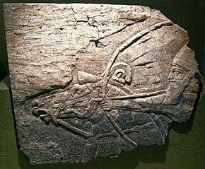 Aszurbanipal na koniu, strzelający z łuku