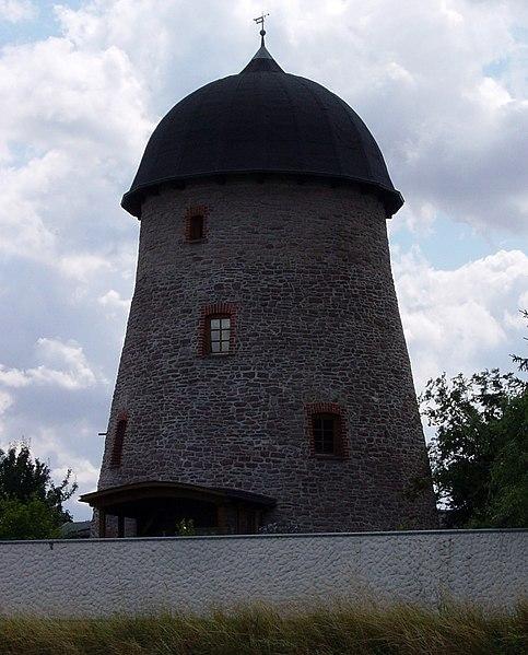 File:Nordgermersleben Windmühle Mühlenweg (02).jpg