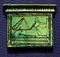Nuovo regno, pettorale con anubi, in faience, 1550-1069 ac ca. 03.jpg