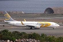 Un Boeing 737-800 di Primera Air che rulla presso l'Aeroporto di Gran Canaria