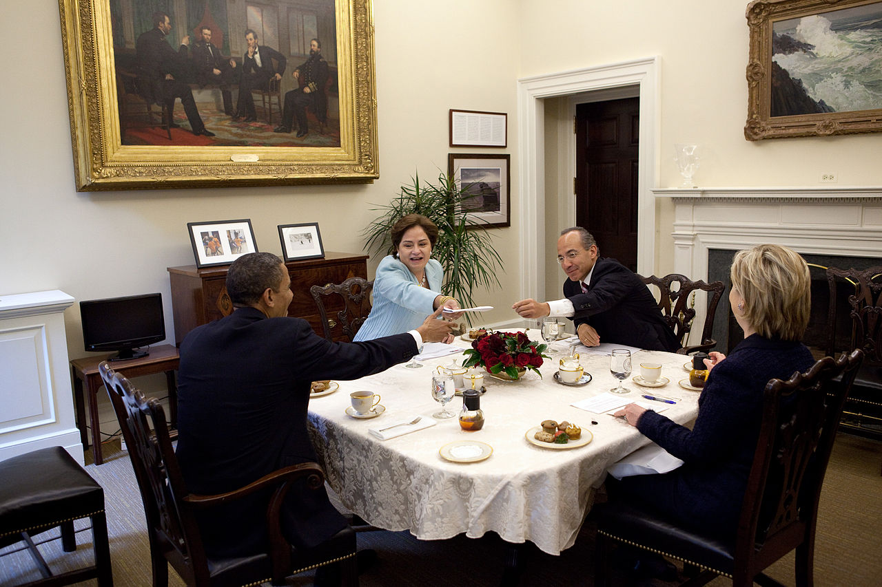 File obama clinton calder n espinosa in private family for Dining room c house of commons