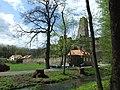 Okoř, zřícenina hradu a potok.jpg