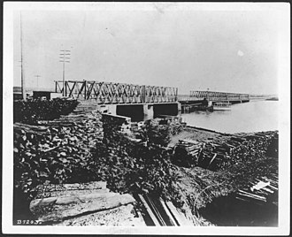 Long Bridge (Potomac River) - Image: Old Long Bridge, Washington, DC, about 1865. Potomac River NARA 530477