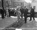 Oranjecarillon in Vlaardingen in werking gesteld door koningin Juliana. Aankomst, Bestanddeelnr 904-1202.jpg