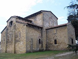 Oviedo - Iglesia de Santullano 07.jpg