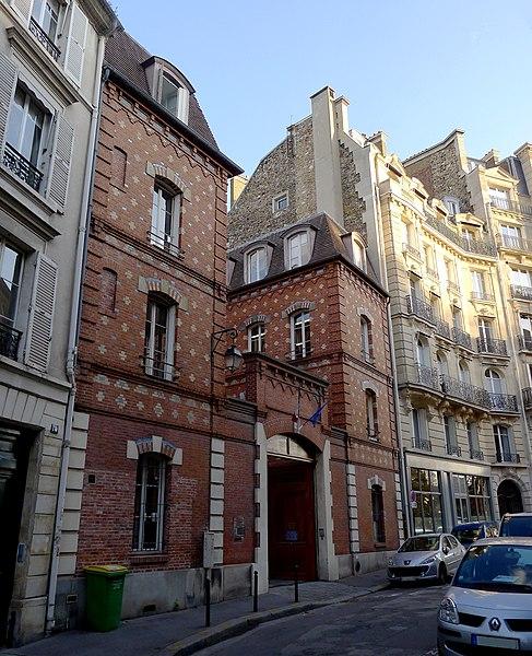 Fichier:P1060781 Paris IV rue Chanoinesse rwk.jpg