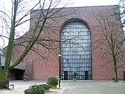 PICT6367 St Elisabeth Opladen Innenhof.jpg