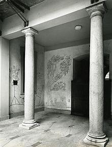Milano. Particolare dell'artrio di Villa Mayer realizzata su progetto dello studio di architetti BBPR e decorata con un graffito realizzato da Saul Steinberg. Foto di Paolo Monti